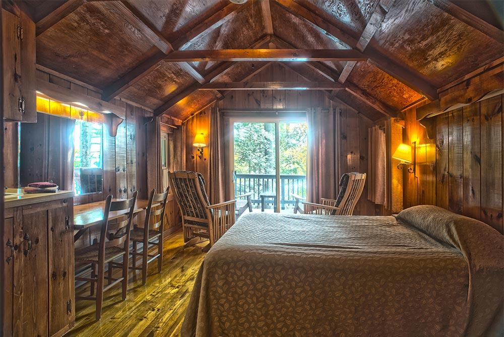 Adirondack cabin with wood beams